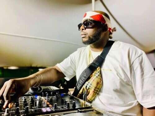 DJ Maphorisa, Soa Mattrix & Mas Musiq - Umama Akekho (feat.  Nkosazana Daughter)