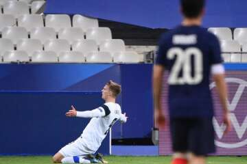 France shocked by Finland, Ronaldo closes in on goal record